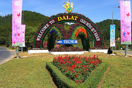 Car rental for tour in Da lat