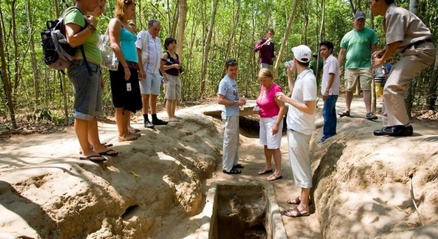 Car rental for tour Cu Chi Tunnels Half day