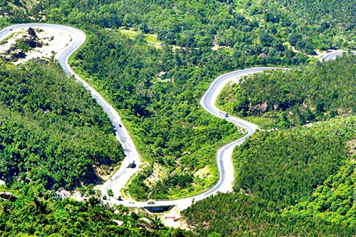 Car rental from Danang to Hue