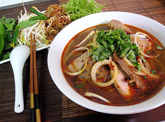 saigon food tours bun bo hue