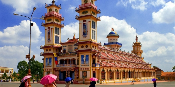 Saigon cao dai temple cu chi tunnels muslim tour 1 day