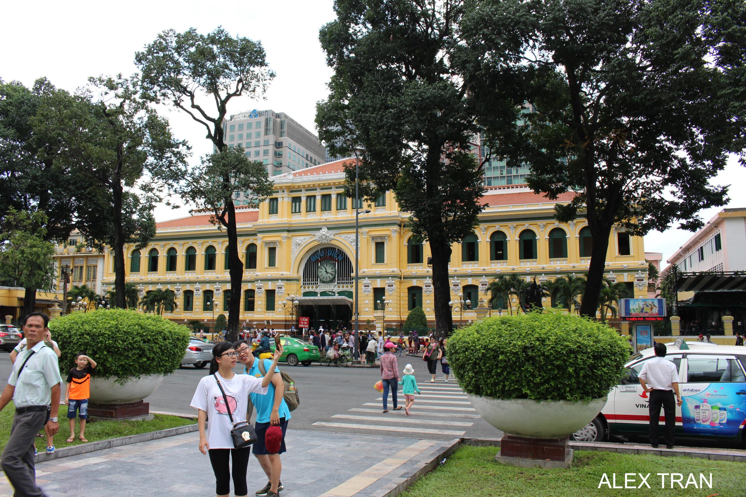 Vietnam sightseeing tour 5d4n saigon muine cu chi cao dai